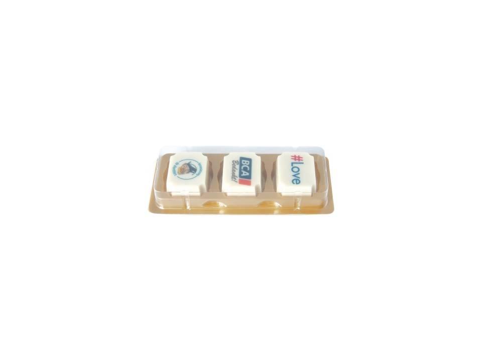 Logobonbon van witte chocolade met hazelnoot praline bedrukken