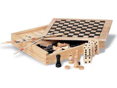 Spelletjes in houten doos