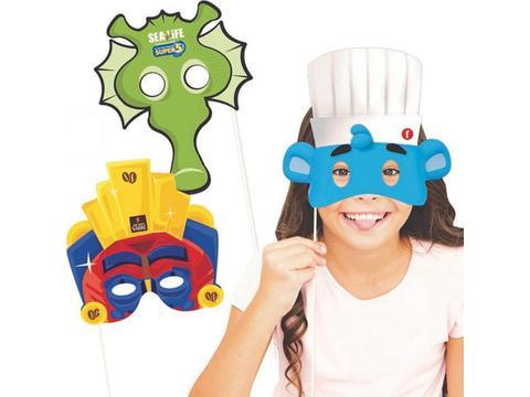 Maskers op een stokje