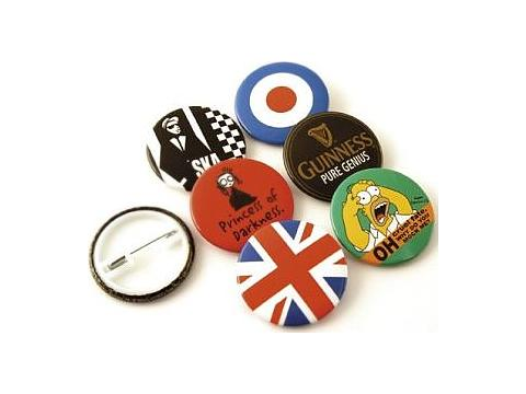 Button badges 32 mm.