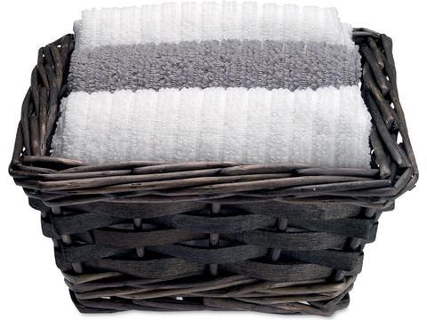 Set of 3 towels in basket