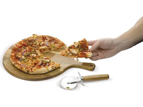 Pizza board with cutter