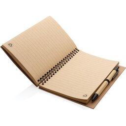 Kraft spiraal notitieboekje met pen-open